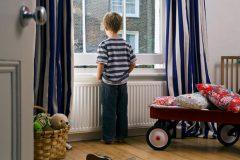 کودک از چه سنی میتواند در خانه تنها بماند؟