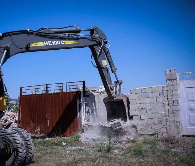 ۶۵۰ بنای غیرمجاز در زمینهای کشاورزی خراسان رضوی قلع و قمع شد