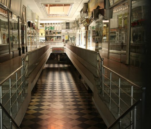 اجرای محدودیتهای کرونایی توسط فروشگاههای پوشاک در مشهد آغاز شد