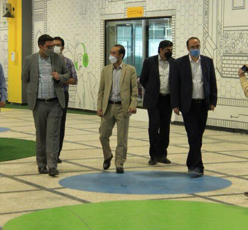 بازدید رئیس پارک علم و فناوری استان سمنان از مرکزنوآوری محتوای دیجیتال نیتک